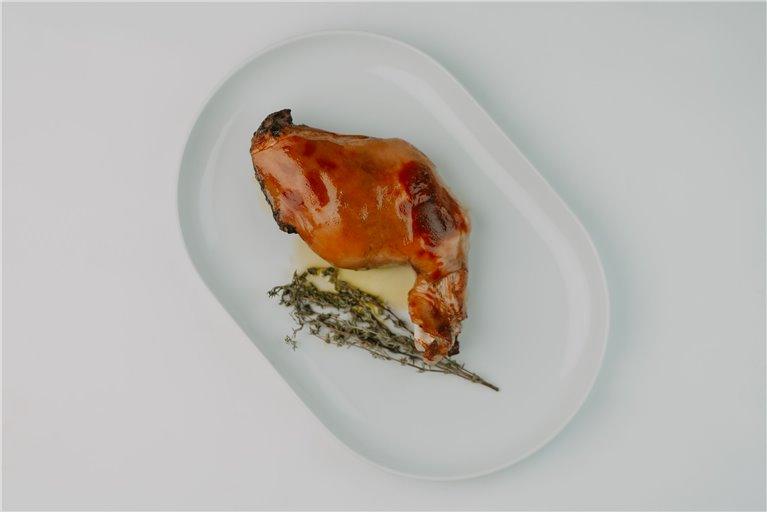 Pack pierna de lechón + timbal de morcilla + ensaladilla + queso + jamón