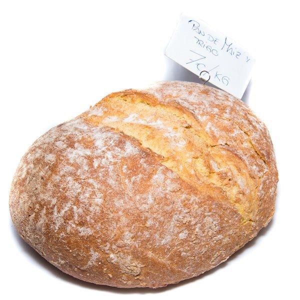 Pan de maíz y trigo