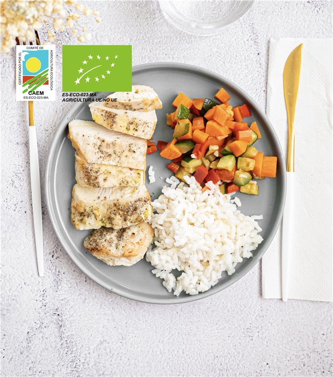 Pechuga de pollo con arroz blanco y verduras de temporada