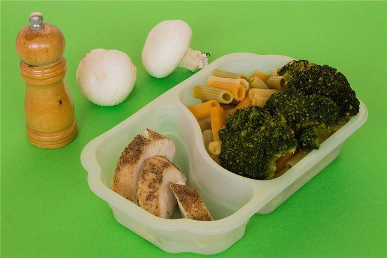 Pechuga de pollo con pasta y brócoli (G3)