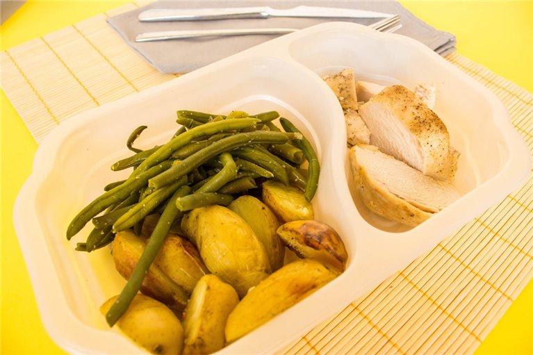 Pechuga de pollo con patatas y espárragos (H7)