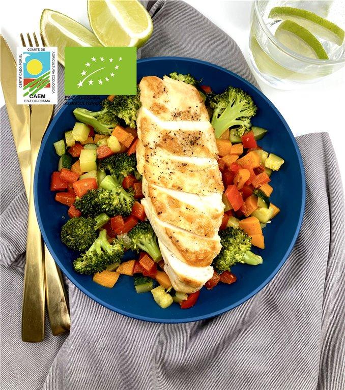 Pechuga de pollo con verduras de temporada