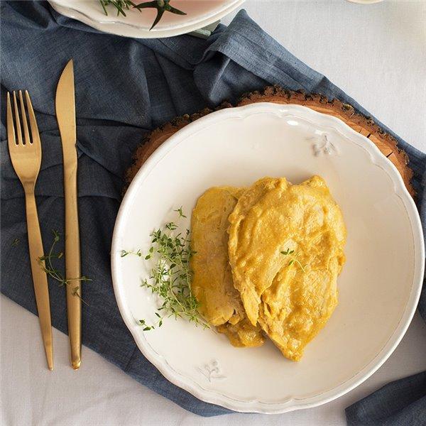 Pechuga de pollo en salsa de almendras y curry
