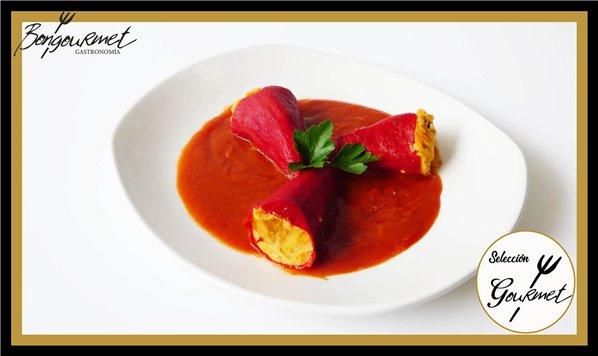 Pimiento piquillo relleno de marisco y salsa vizcaína