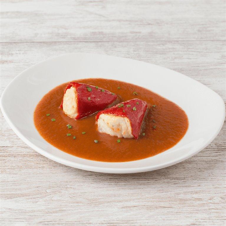 Pimientos rellenos de bacalao y salsa vizcaína