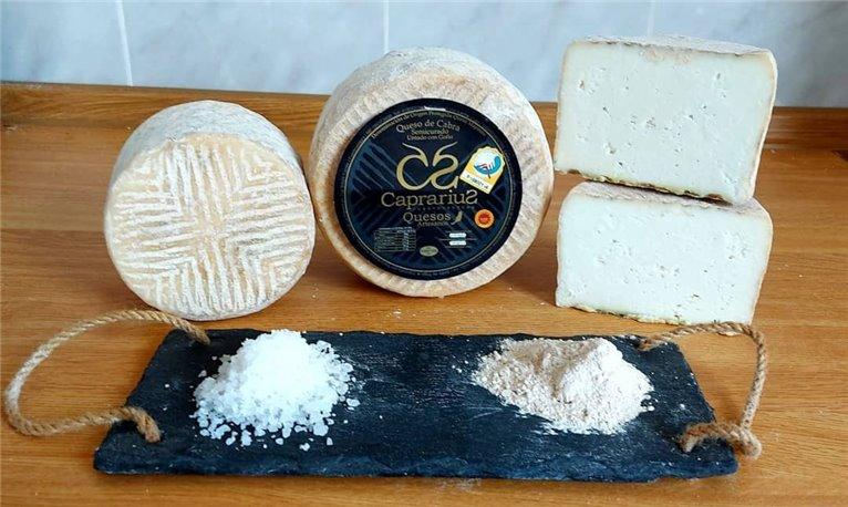 Canarian artisan semi-cured cheese with GOFIO. CAPRARIUS DOP Majorero.