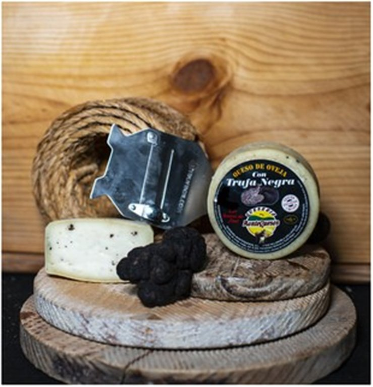 Sheep cheese with black truffle Montequesos