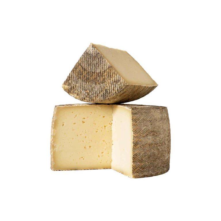 Semicured Manchego cheese wedge 250 g Marantona