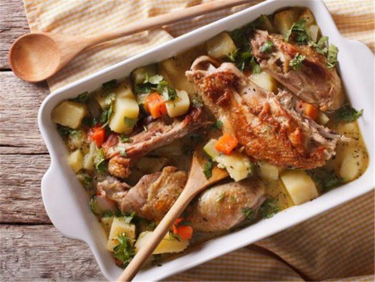 Ragout de pavo con verduras guisadas