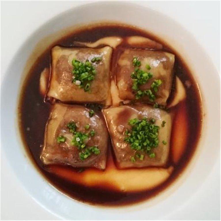 Raviolis de rabo de toro con salsa de su jugo y parmesano