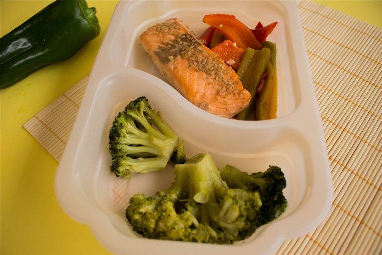 Salmón con brócoli y verduras (L4)