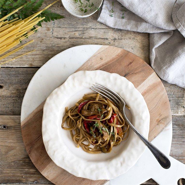 Tallarines chinos con verduras y pollo - 350 g.