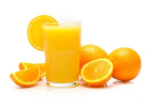 Zumo de naranja natural recién exprimido (naranjas de Valencia)