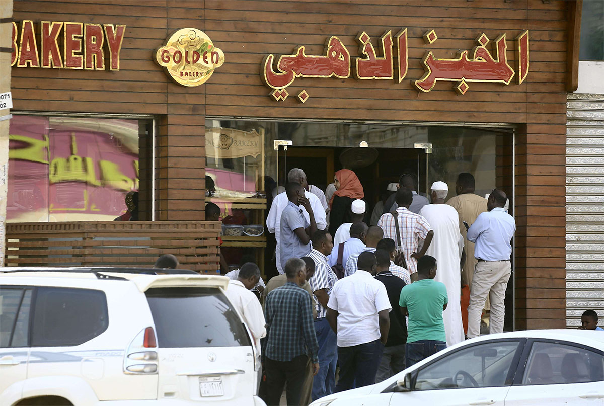 Frustrated Sudanese queue outside bakeries in Khartoum