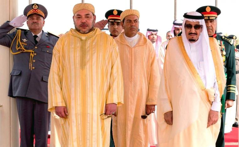 Saudi King Salman bin Abdulaziz (R) and King Mohammed VI of Morocco