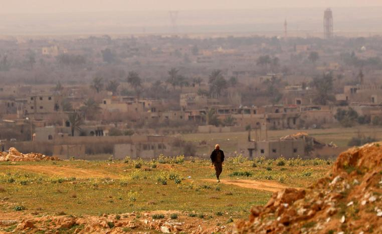 A fighter with the US-backed Syrian Democratic Forces (SDF) walks at a position in the Baghouz area in the eastern Syrian province of Deir Ezzor on February 14, 2019 during an operation to expel hundreds of Islamic State group (IS) jihadists from the region.