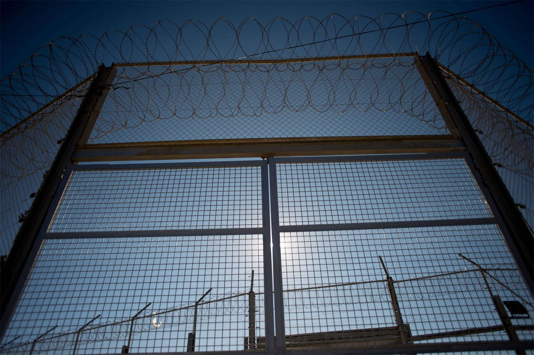Spain wants to remove barbed wire from border fences at enclaves   MEO