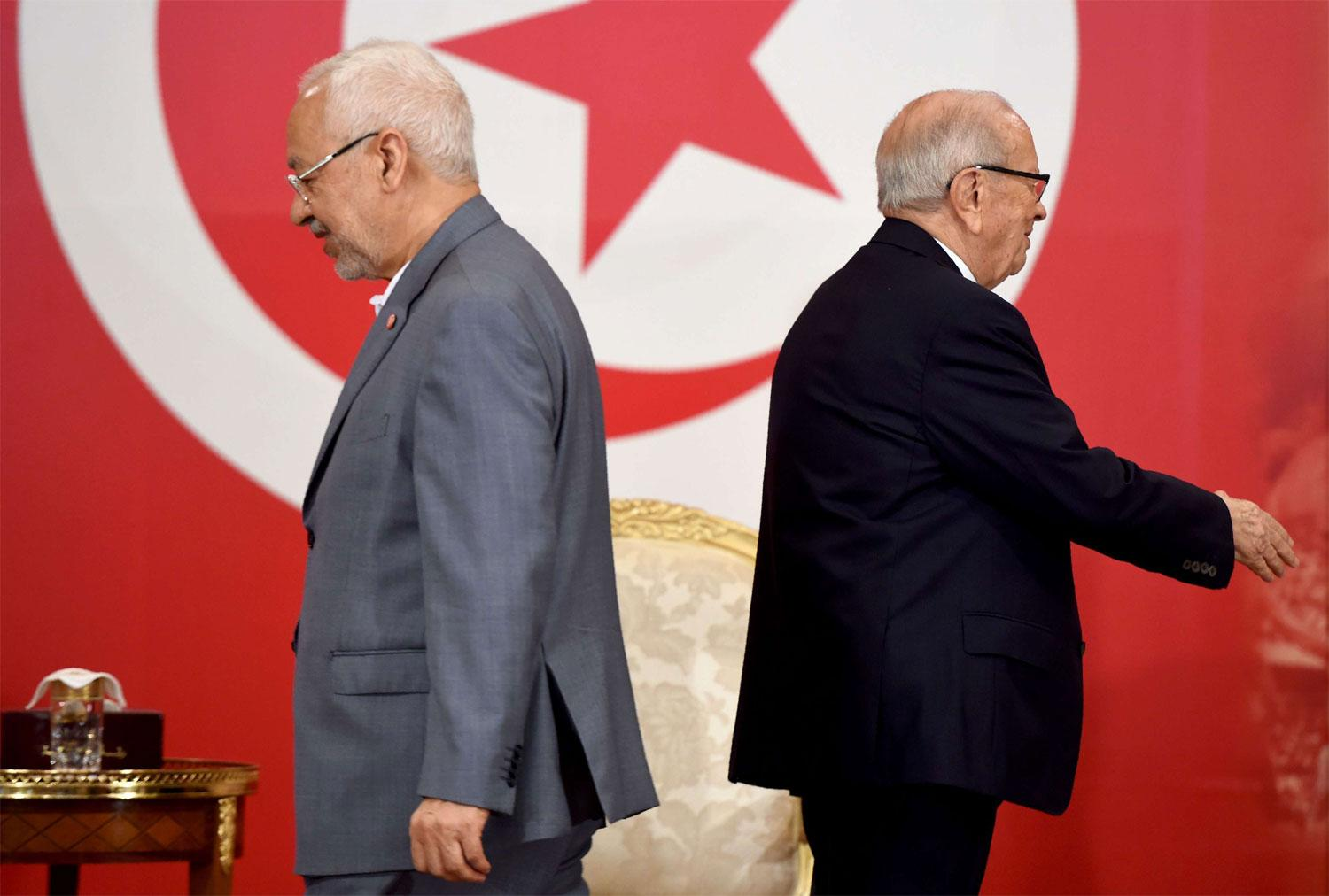 Tunisian President Beji Caid Essebsi (R) and Tunisian leader of Islamist Ennahdha party Rached Ghannouchi