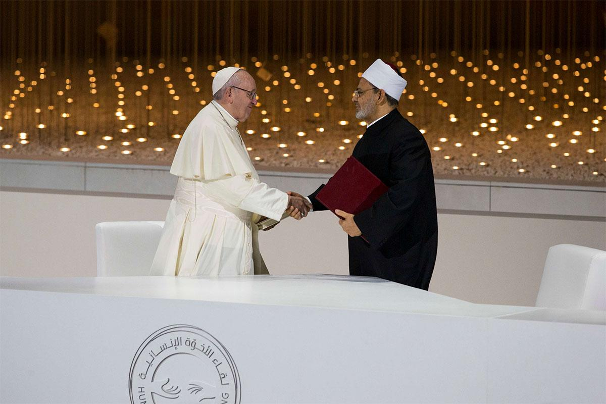 ope Francis (L) shakes hands with Ahmed Al-Tayeb, Grand Imam of Al Azhar, after signing the Human Fraternity Document