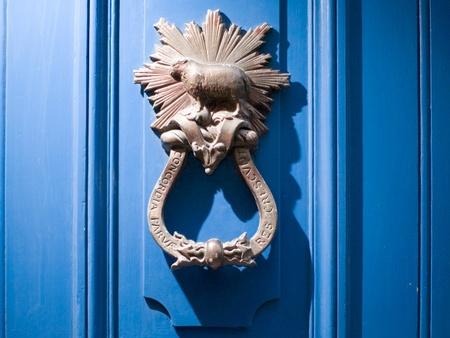 the blue doors of 30 Threadneedle Street