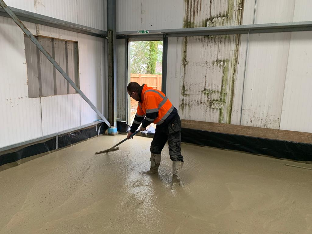 Concrete floor screeding for industrial business