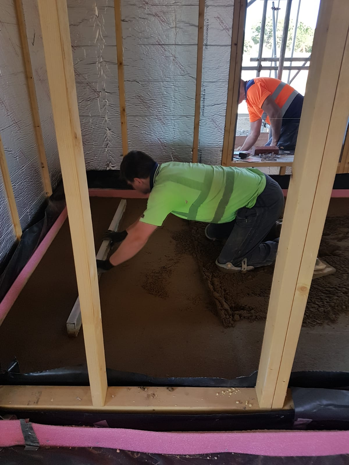 Laying sand cement floor screed
