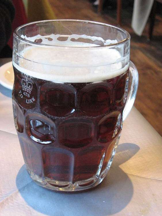 800px-British_dimpled_glass_pint_jug_with_ale.jpg