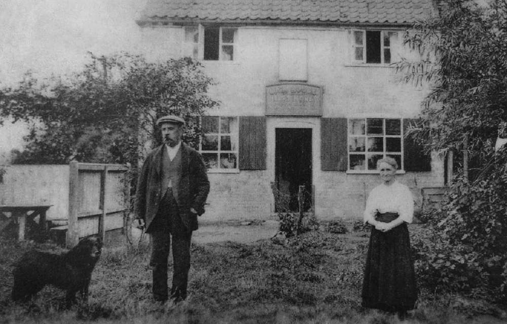 Geldeston Locks Inn 1920s..jpg