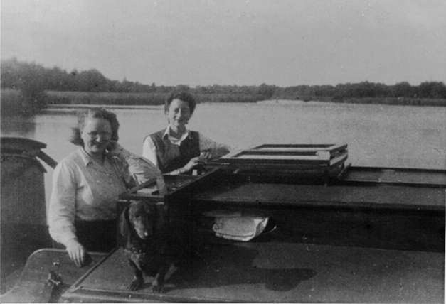 Babs & Tuppy 1947 Ranworth.jpeg