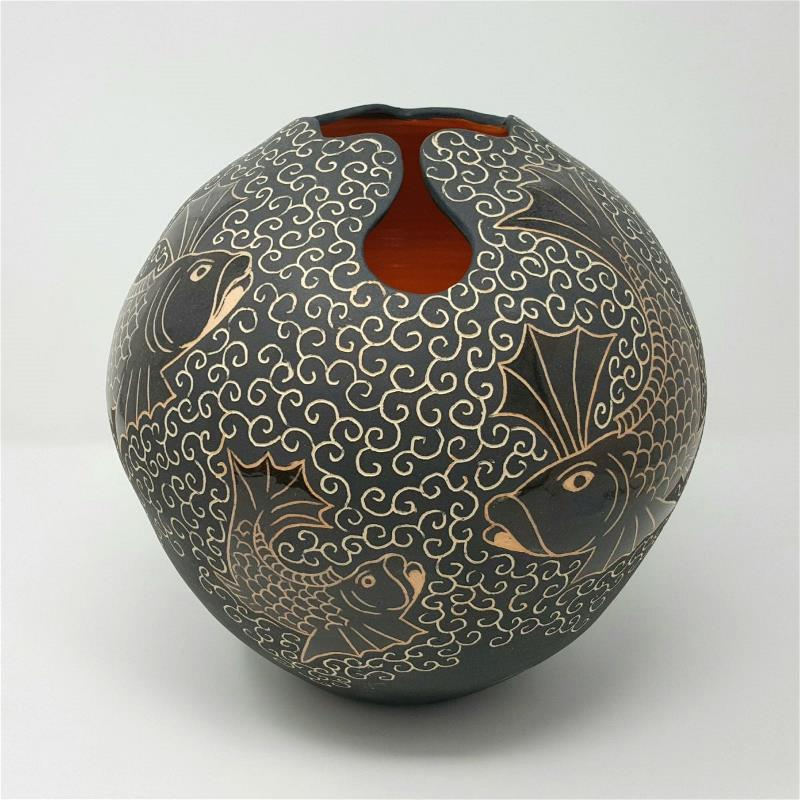 Black Keyhole Pot with Orange Fighting Fish