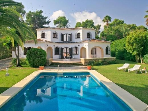 4 bed villas / chalets in Javea