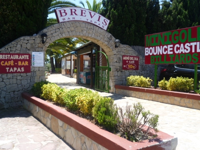 Brevis Mini Golf - Bar-Tapas-Barbecue-Kids-Parties