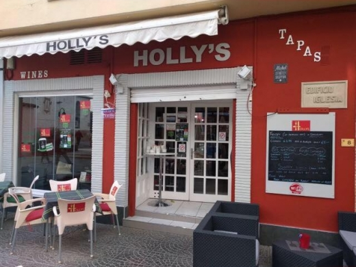 Holly's Bar