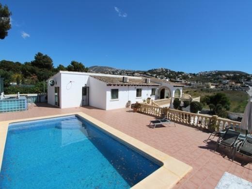 6 bed villas / chalets in Moraira