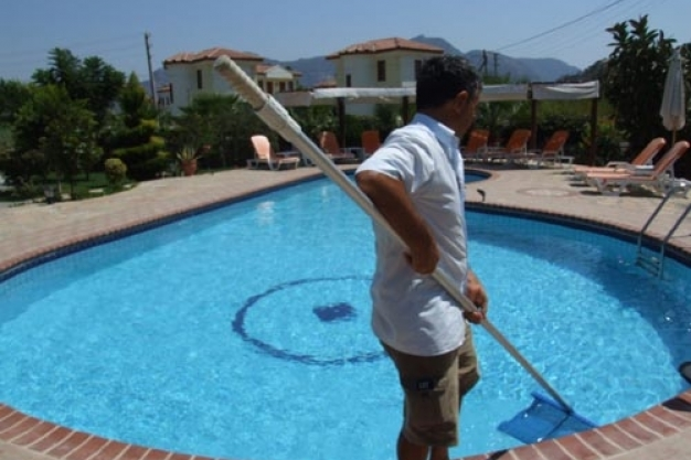 APM Pool Maintenance & Cleaning