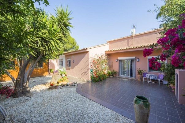 4 bed villa in Altea