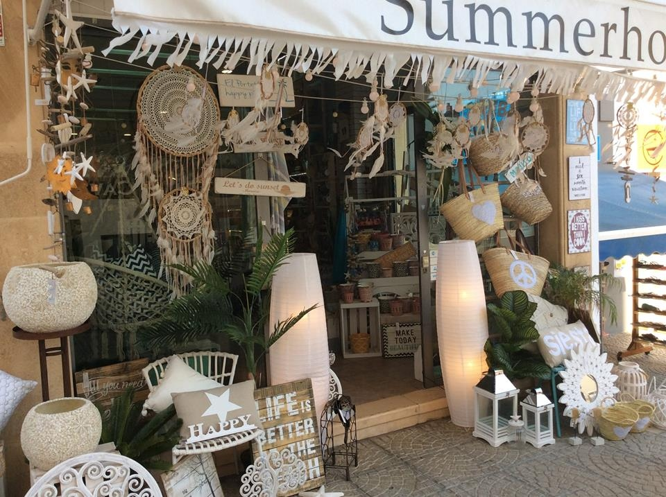 Shopping in Moraira: Visit the January sales