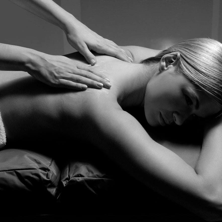 Complement your holiday with a Professional Massage in your Villa this summer