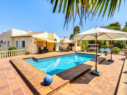 5 bed villas / chalets in Javea