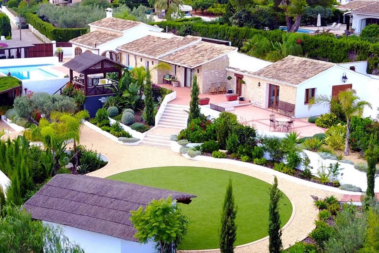 Charlesworth Gardens - Landscape Gardening & Garden Design