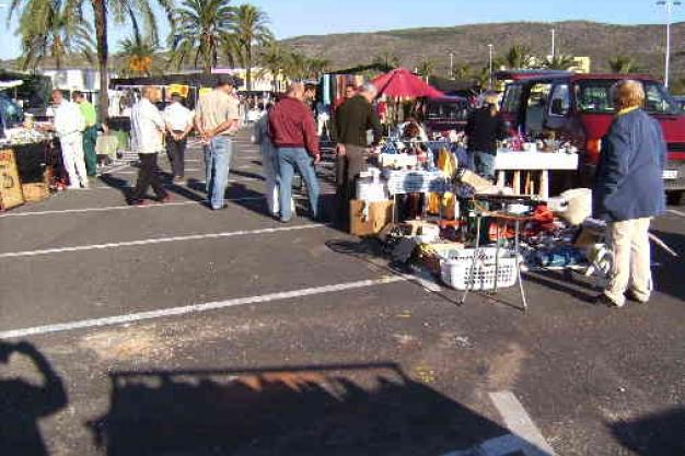 Markets in Moraira: Teulada Flea Market (Sundays)