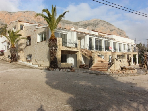 5 bed commercial in Javea