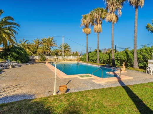 19 bed villas / chalets in Javea