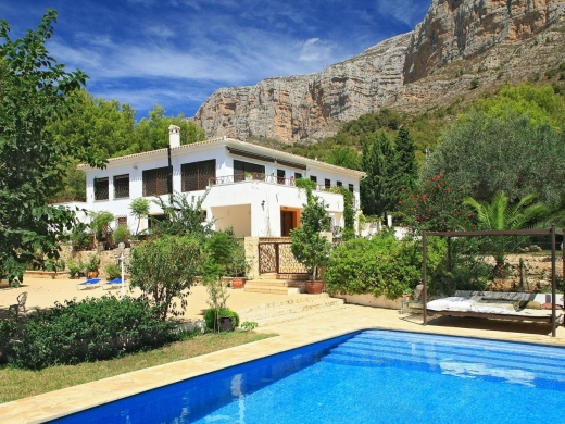 6 bed villas / chalets in Javea