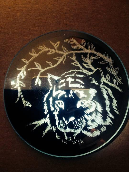 The tiger on the mirror