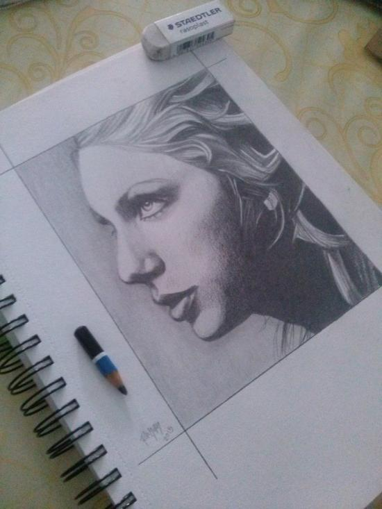 Side Profile of Taylor Swift