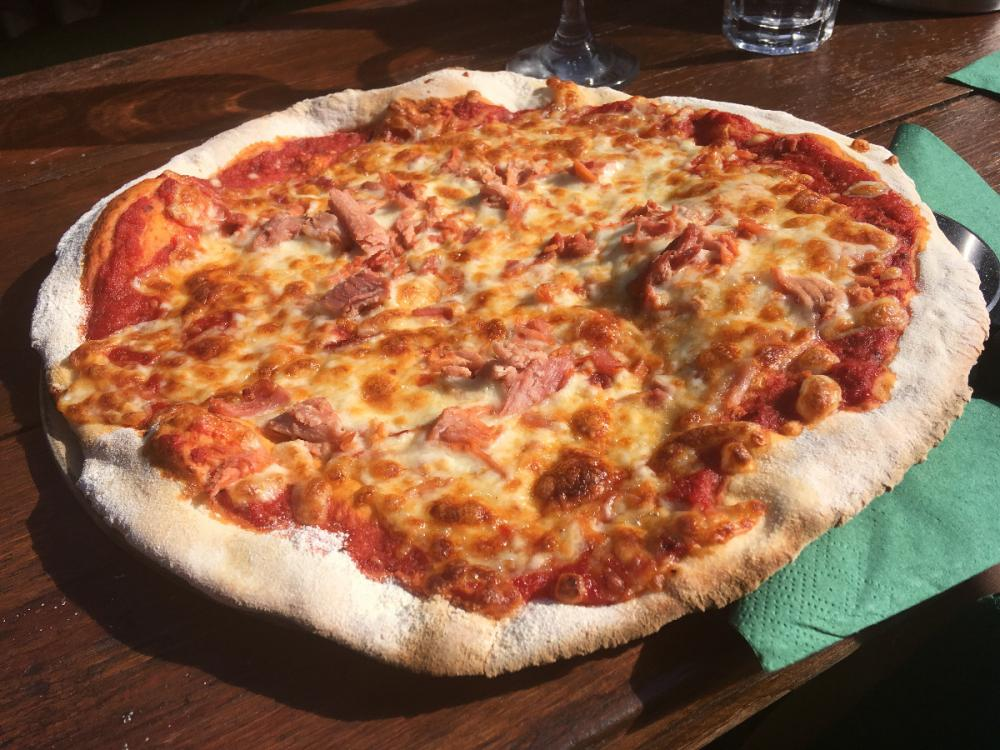 Marguerite pizza with added ham