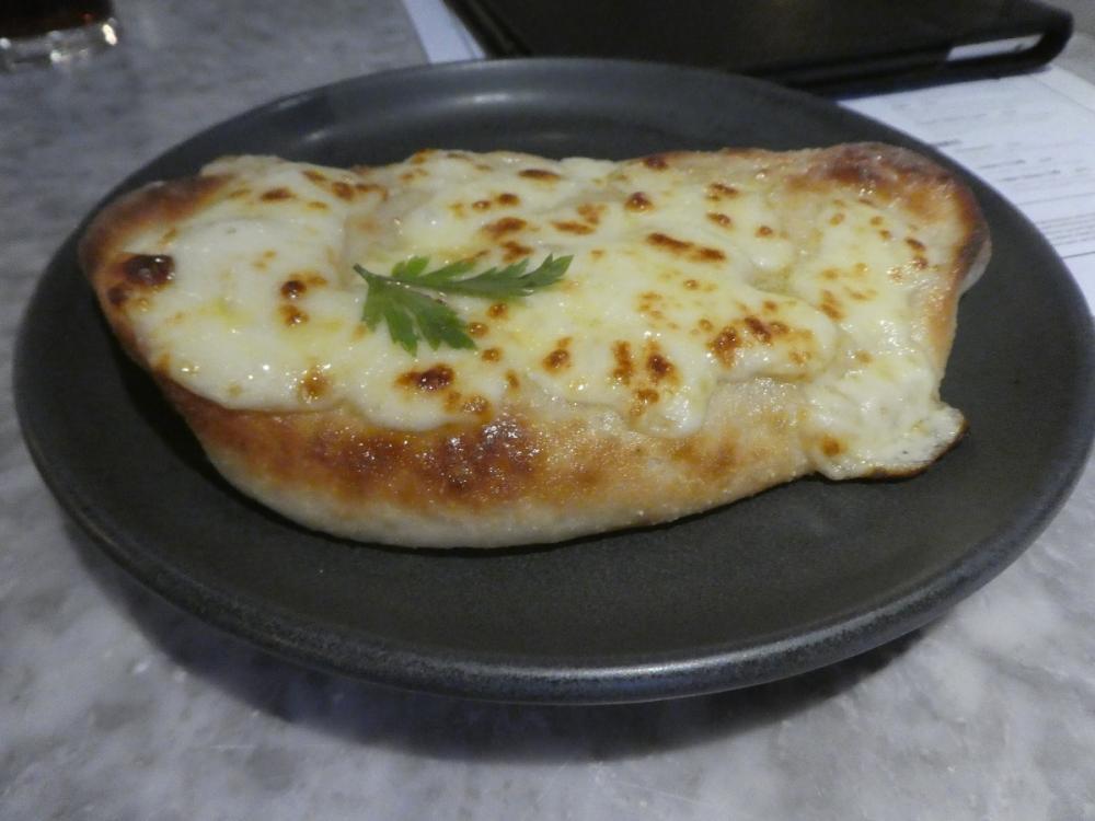 Garlic bread with mozzarella