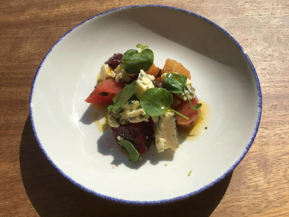 Mixed beets with Wellington cheese