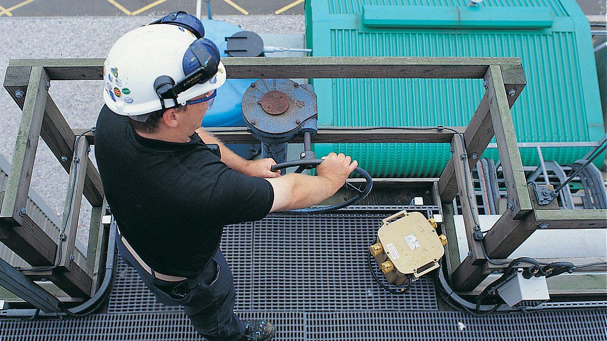 Los pavimentos de Plastex para entornos industriales y de construcción son ideales para pasarelas, obras públicas y azoteas.